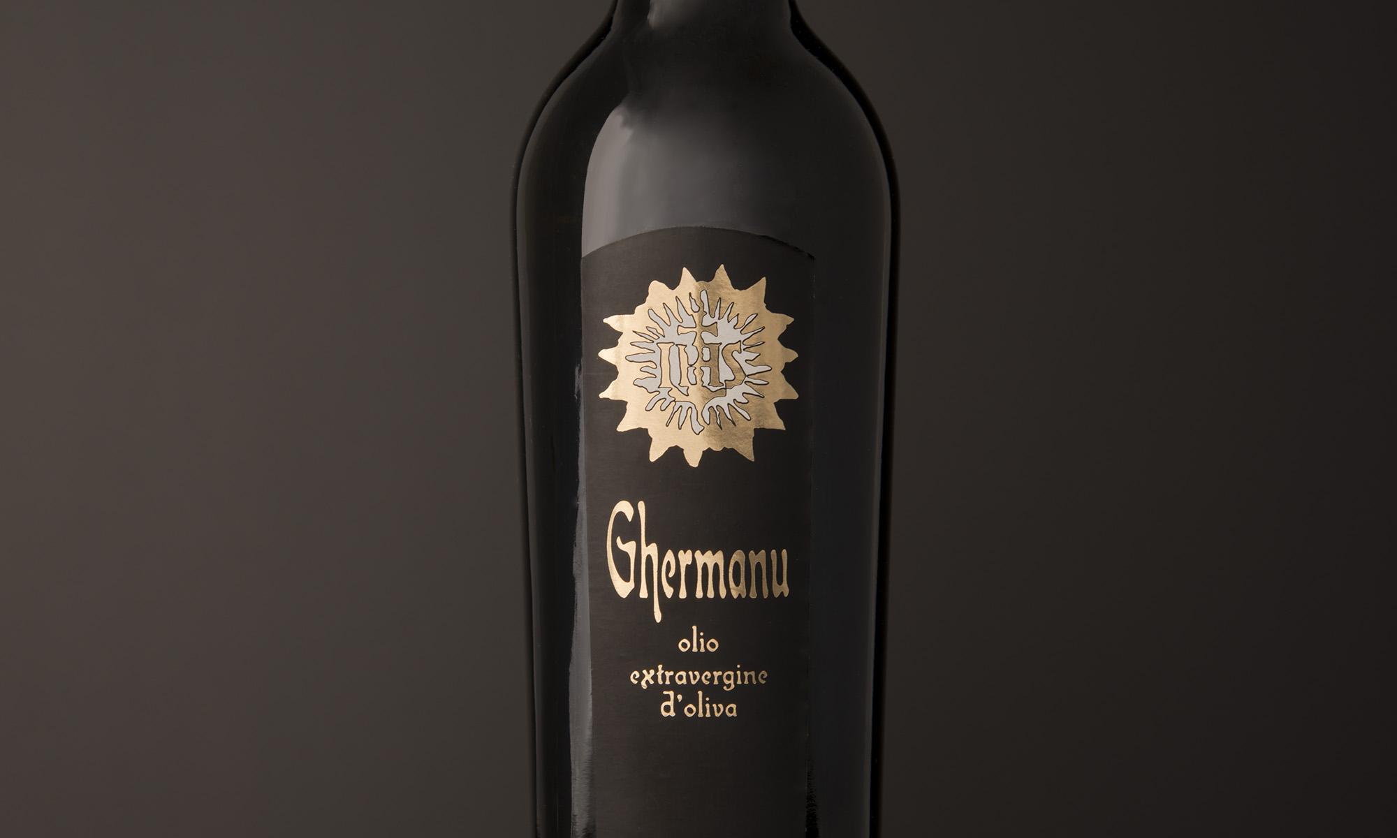 Studio dell'etichetta dell'olio Ghermanu dell'Azienda Agricola Puligheddu