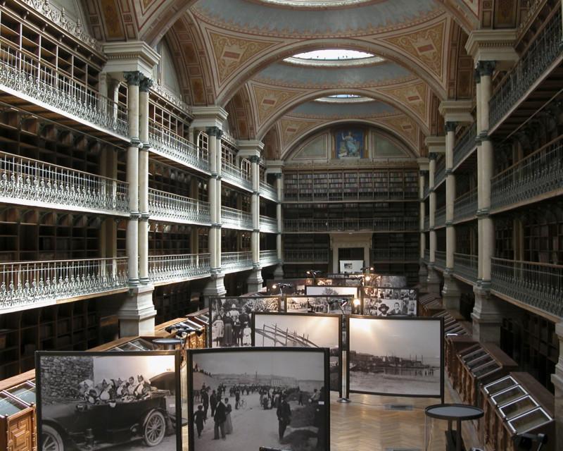 Progetto e realizzazione della mostra Vestire in Sardegna nella biblioteca di Grenoble