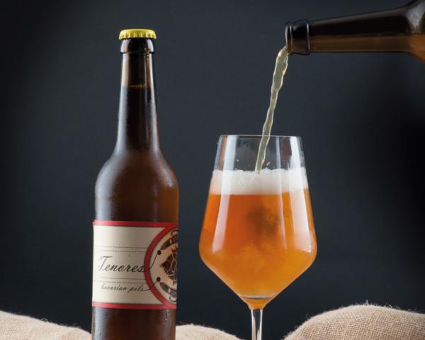Still life per bottiglia di birra artigianale ghiacciata