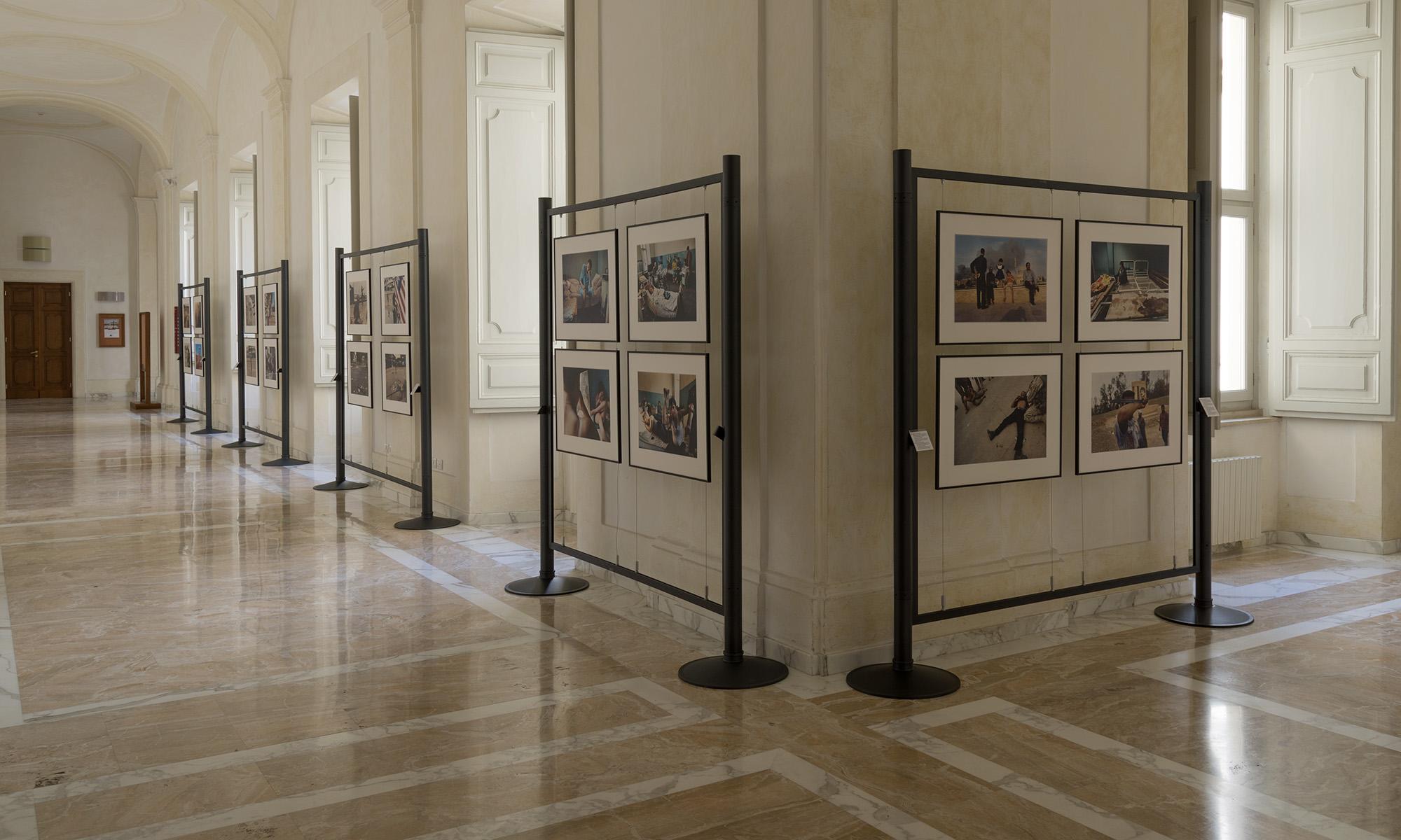 Allestimento della Mostra su Jan Sibik a Roma nel palazzo di Sant'Apollinare